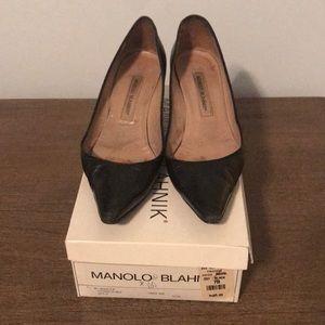 Manolo Blahnik kitten heel black pumps